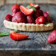 Piece of pie with custard and fresh strawberries — Stock Photo