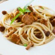 Spaghetti with fried mushrooms and basil — Stock Photo