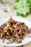 Roasted chanterelle mushrooms — Stock Photo