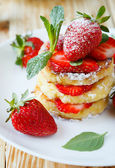 Pancakes with fruit, ripe strawberry — Stock Photo