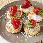 Summer dessert - cheesecake pancakes with strawberries — Stock Photo #30306833