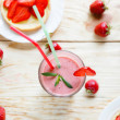 Strawberry milkshake and strawberry — Stock Photo