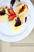 Crepes con chocolate y fresas — Foto de Stock