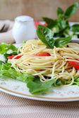 Spaghetti with fresh vegetables — 图库照片
