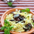 Tagliatelle pasta with mushrooms and parmesan cheese — Stock Photo
