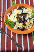 Tagliatelle pasta with mushrooms and cheese — Stockfoto