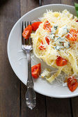 Appetizing pasta with cheese and tomato — Stockfoto