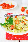 Pasta with sauce and roasted tomatoes — Stockfoto