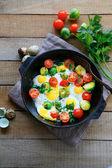 Jajka smażone na patelni, widok z góry — Zdjęcie stockowe
