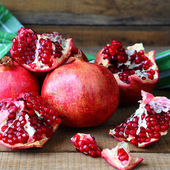 Juicy pomegranates on the table — Stock Photo