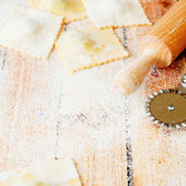 Uncooked ravioli with ricotta and spinach — Stock Photo