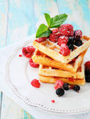 Ruddy waffles with berries — Stockfoto