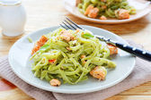 Nutritious spinach pasta with salmon — Stock Photo