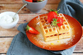 Soft waffles with strawberries and cream — Stockfoto