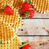 Achtergrond met aardbeien en wafels — Stockfoto