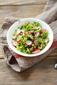 Fresh salad with crispy radishes — Stock Photo