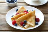 Crepes with raspberries, blueberries, — Stock Photo