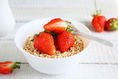Cereals with fresh strawberries — Foto Stock