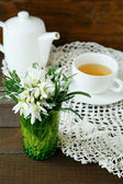 Cup of tea and spring white flower — Stock Photo