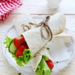 Постер, плакат: Fresh vegetables wrapped in pita bread