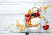 Flakes with yogurt and berries — Stock Photo