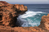 Clift and strong waves along the Great Ocean Road, Australia — Stock Photo