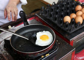 A chef is cooking sunny-side up eggs — Stock Photo