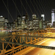 Traffic in the Brooklyn bridge, New York — Stock Photo