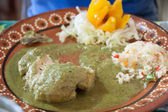 Rico pollo en mole verde — Stock Photo