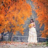 Kız, güzel, sonbahar — Stok fotoğraf