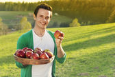 Hombre con manzanas — Foto de Stock