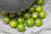 Pimienta verde en mortero — Foto de Stock