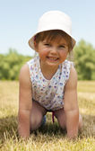 Adorable niña en el parque — Foto de Stock