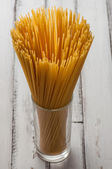 Sklo s suché špagety — Stock fotografie