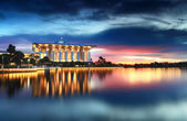 Beautiful view of mosque by the lake, Putrajaya, Malaysia — Stock Photo