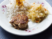 Dietetic pre-packaged stuff. Poultry and cow cutlet with the rice and the cabbage — Stock Photo