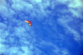 Hang gliding among the clouds in the sky — Stock Photo
