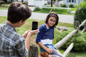 Teenagers taking pictures — Stock Photo
