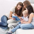 Mother Sitting With Children Reading Story - Foto Stock