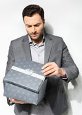 Office clerk with gift box — Stock Photo