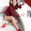 Beautiful girl with a computer — Stockfoto