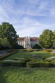 Bishop's Palace and urban garden popular in Gdansk — Stock Photo