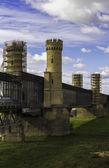 Tczew のヴィスワ川の上の歴史的な橋を修復します。 — ストック写真