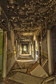 Destroyed, abandoned hotel — 图库照片