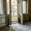 Open the door in an abandoned room — Stock Photo
