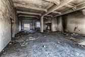 уничтожен склад — Стоковое фото