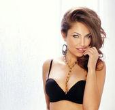 Siyah iç çamaşırı seksi kadın moda çekimi — Stok fotoğraf