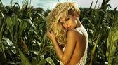美丽精致的金发女人肖像 — 图库照片
