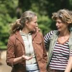 Two female friends enjoying some camaraderie — Stock Photo