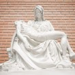 Mary and Jesus statue — Stock Photo